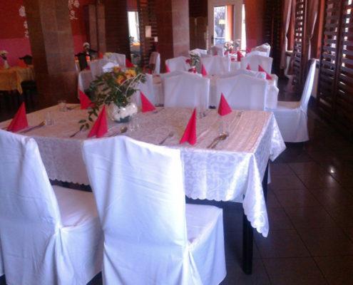 Niedzielny rodzinny obiad w eleganckiej restauracji